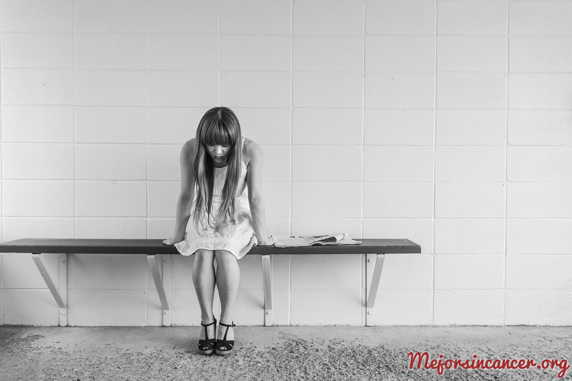 mujer_preocupada_lesion_premaligna_cuello_utero_cancer